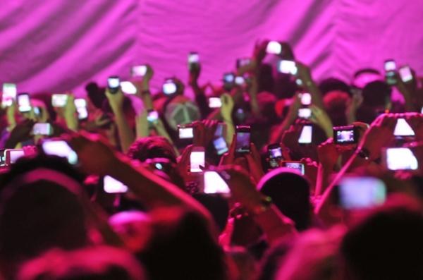 Smartphones at concerts