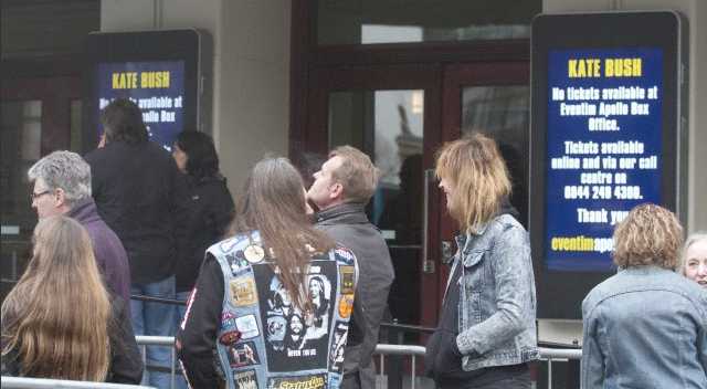 Some fans arrived at the venue on the morning of March 28th, but no tickets were on sale there....